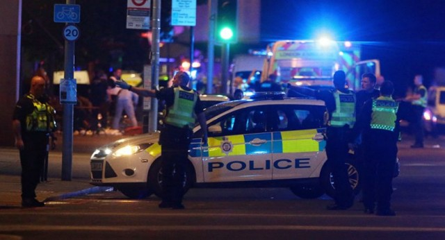 انفجار ضخم بخزان للكيماويات في إنجلترا... ورئيس الوزراء يعلق على سقوط ضحايا