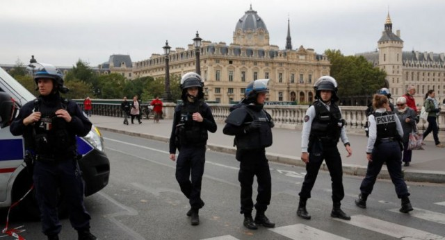 وزير الداخلية الفرنسي يأمر بترحيل 230 أجنبيا