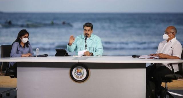 """مادورو يكشف رقمه على """"تليغرام وواتساب"""" ويطالب الشعب بالتواصل معه.. فيديو"""